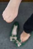 疼痛脚特写镜头  库存图片