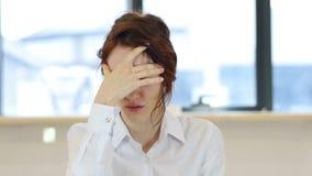 头疼,疲倦的生气妇女 股票视频