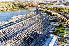 病区海岛NY的废水处理厂鸟瞰图  免版税库存图片