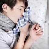 病态少年睡觉 库存图片