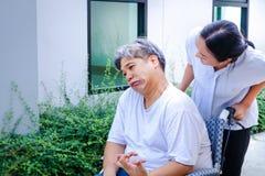 病的人坐轮椅 图库摄影
