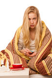 病的妇女坐在一揽子感觉不适包裹的坏,有 免版税图库摄影