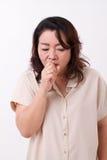 病的妇女遭受寒冷,流感,呼吸问题 免版税图库摄影