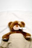 病的玩具熊 库存照片