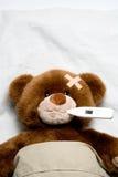 病的玩具熊 免版税图库摄影