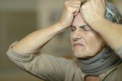 病的年长妇女 库存照片