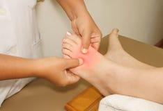 痛苦或伤害脚趾和英尺 免版税库存照片