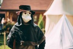 瘟疫参加者医生-中世纪文化节日的  免版税图库摄影