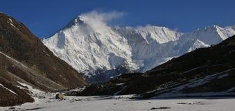 登上从Gokyo看见的卓奥友峰,尼泊尔 图库摄影