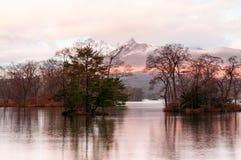 登上从Onuma类似全国公园湖Hokkai的Komagatake视图 库存图片