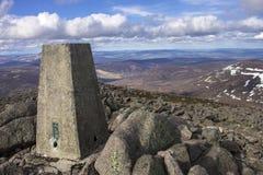 登上敏锐的山顶 Cairngorm山,阿伯丁郡,苏格兰 免版税库存图片