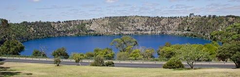 登上甘比尔蓝色湖 库存图片