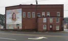登上Gilead, NC 4月07日2018年:历史纪录艺术壁画印地安村庄 免版税库存照片