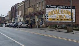 登上Gilead, NC 4月07日2018年:历史纪录艺术壁画皇家冠可乐 库存照片