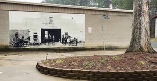 登上Gilead, NC 4月07日2018年:历史纪录艺术壁画Wehaywood饲料贸易 库存照片