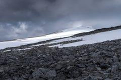 登上Glitterthund 第二座高山在挪威, Jotun 库存图片