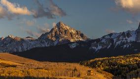 登上Sneffels和在里奇韦之外的圣胡安山看法, 免版税库存照片