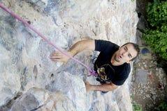 登山人困难overpassing的零件墙壁 免版税库存图片