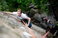 登山人女性 免版税库存照片