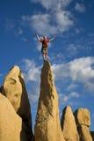 登山人岩石山顶 库存图片
