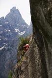 登山人年轻人 免版税库存图片