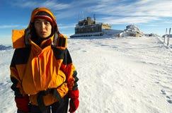 登山人日用尽的长的山 免版税图库摄影