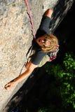 登山人极端岩石 免版税库存照片