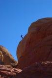 登山人降序岩石 免版税库存图片