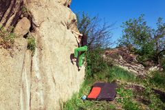 登山人bouldering户外 库存照片