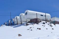 登山家的旅馆Elbrus山的 免版税库存图片