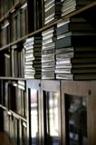 登记书架堆了垂直 免版税库存图片