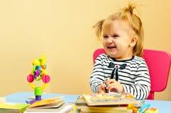 登记女孩愉快的玩具 库存图片