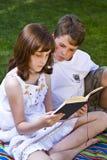 登记逗人喜爱的孩子纵向读取 库存图片