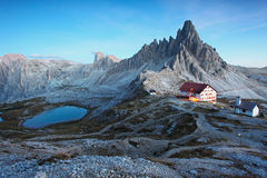 白云岩山在日落的意大利 免版税库存图片