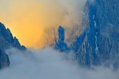 白云岩意大利横向山 库存图片