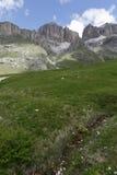 白云岩的山全景 免版税图库摄影