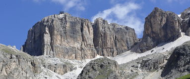 白云岩的山全景 库存图片