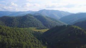 白云岩阿尔卑斯,惊人的全景风景 夹子 大横向山山 五颜六色的Ariege比利牛斯山和小山 股票视频