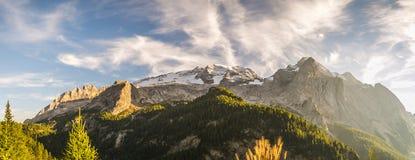 白云岩马尔莫拉达山-全景 免版税库存照片