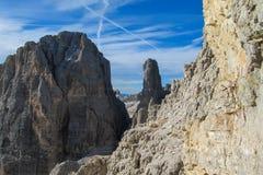 白云岩, Dolomiti di Brenta落矶山脉塔  免版税库存照片