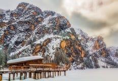 白云岩- Lago di Braies 免版税库存图片