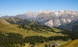 白云岩Passo Sella,意大利 免版税库存图片