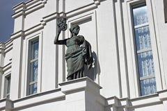 白俄罗斯共和国的全国学术大歌剧和芭蕾舞团的雕塑 图库摄影