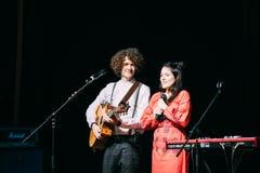 白俄罗斯语制片者流行音乐二重奏NAVI的音乐会也叫Naviband 免版税库存图片