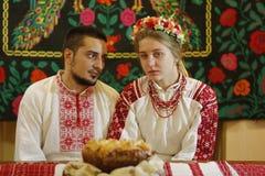 白俄罗斯语新娘和新郎 种族乌克兰婚礼 库存照片