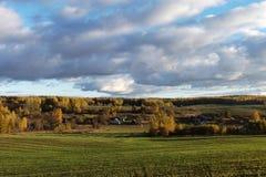 白俄罗斯语村庄秋天风景  免版税图库摄影
