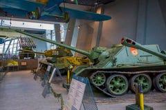 白俄罗斯,米斯克- 2018年5月01日:博物馆的巨大爱国战争陈列的状态博物馆室内看法与 免版税库存图片