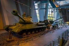 白俄罗斯,米斯克- 2018年5月01日:博物馆的巨大爱国战争陈列的状态博物馆室内看法与 库存图片