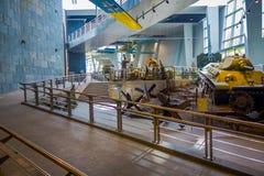 白俄罗斯,米斯克- 2018年5月01日:博物馆的巨大爱国战争陈列的状态博物馆室内看法与 库存照片