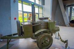 白俄罗斯,米斯克- 2018年5月01日:在状态博物馆的战争期间使用的设备曝光室内看法里面 库存照片